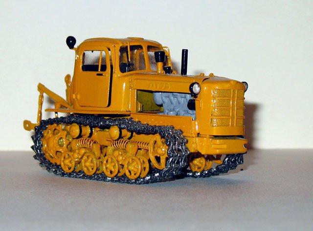 Трактора коллекционные – купить в Москве, цена 300 руб.